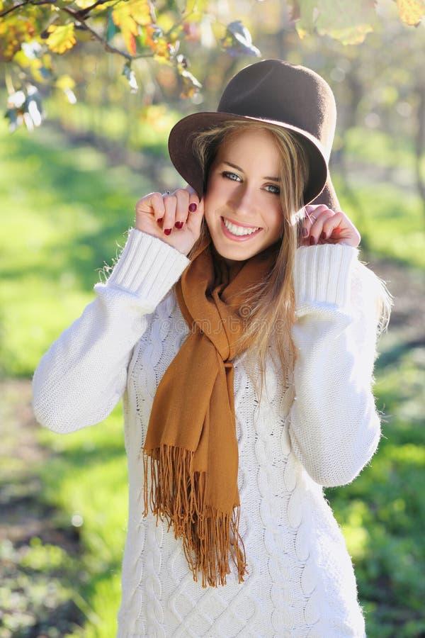 Szczęśliwy uśmiech od pięknej kobiety obraz stock