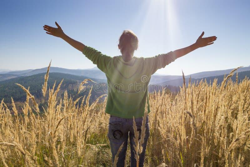 Szczęśliwy w górach obraz royalty free