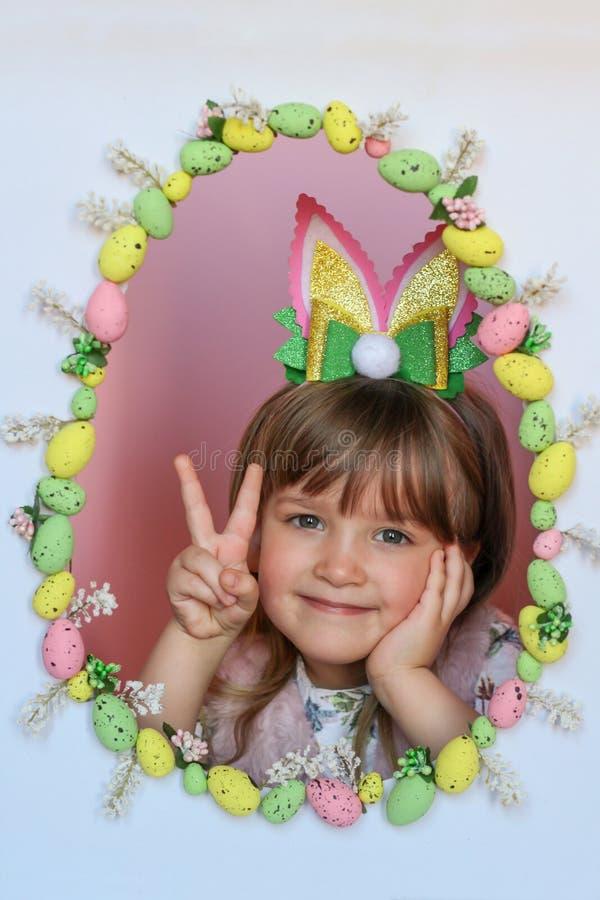 Szczęśliwy Wielkanocny dzieciak Wakacyjny pojęcie zdjęcia royalty free
