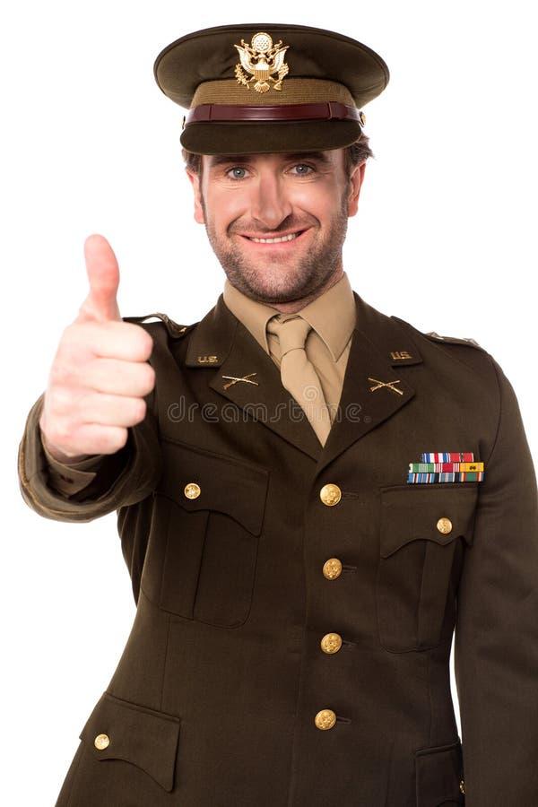 Szczęśliwy wojskowy gestykuluje aprobaty fotografia stock