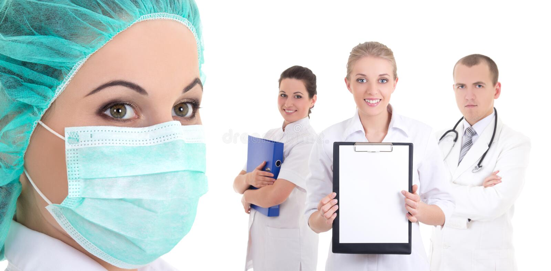 Szczęśliwy zaopatrzenie medyczne lekarki odizolowywać na bielu obraz stock