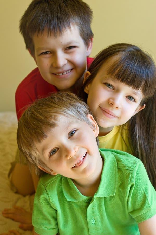 szczęśliwych domów dzieciaki zdjęcie stock