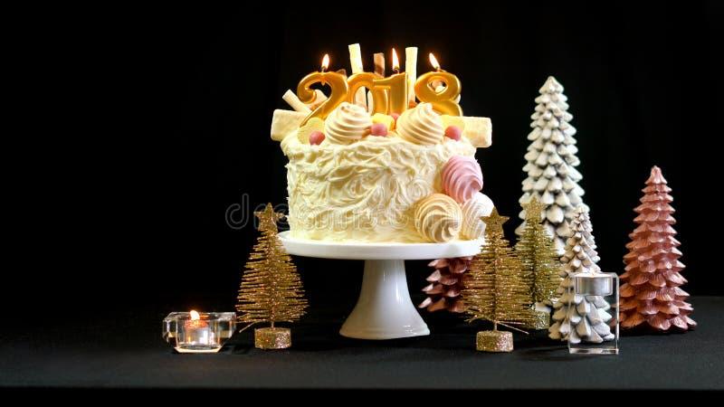 2018 Szczęśliwych nowego roku showstopper tortów z kopii przestrzenią zdjęcia stock