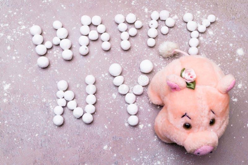 Szczęsliwa świnia z angielskiego jagodowego teksta Szczęśliwego nowego roku nowego roku Angielskimi powitaniami fotografia stock
