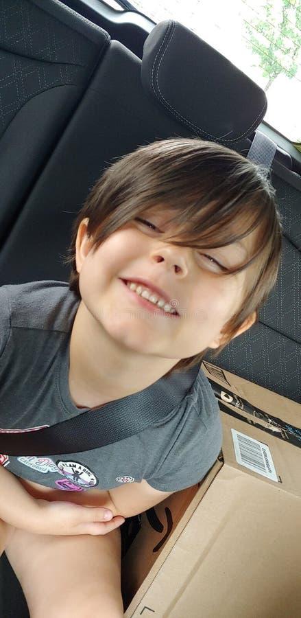 Szcz??liwy dziecko w samochodzie obrazy royalty free
