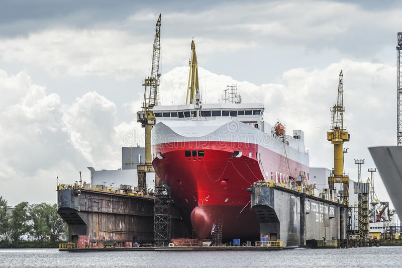 Szczeciński, Polska, Czerwiec 12, 2017: Statek w stoczni w Szczecińskim, P zdjęcie royalty free