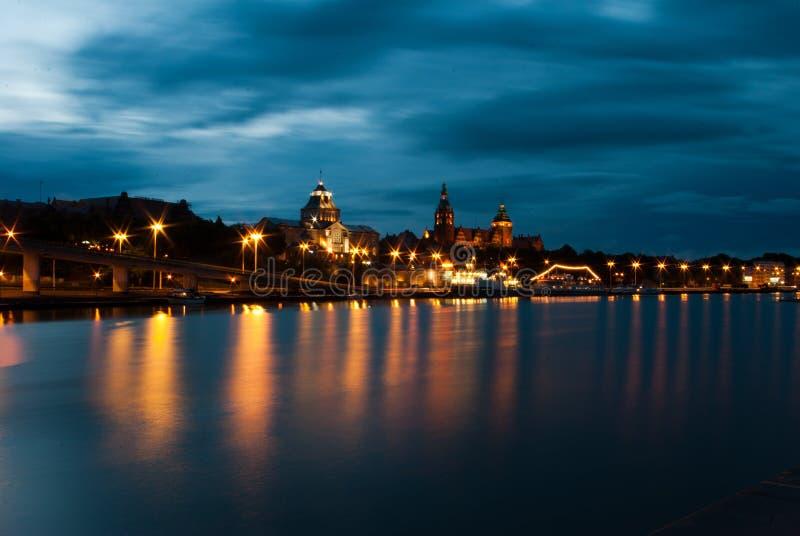 Szczecin dal fiume di Oder in sera immagini stock
