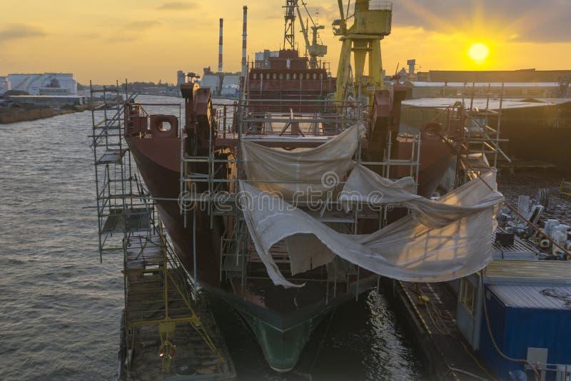 Szczecin, Polônia em janeiro de 2018: Renovação do shi polonês da marinha fotografia de stock royalty free