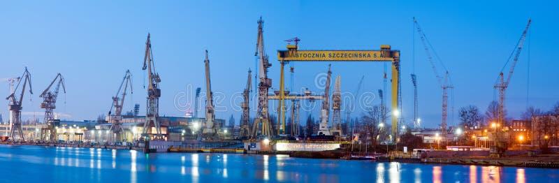 Szczecin, Polônia em novembro de 2017: Estaleiro em Szczecin, panorama fotografia de stock royalty free