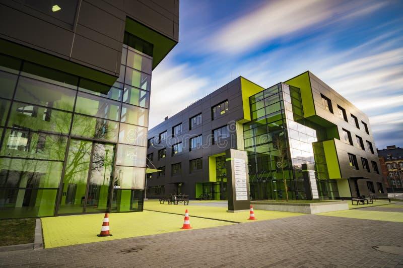 SZCZECIN, POLEN-CIRCA NOVEMBER 2015: een complex van bureaugebouwen royalty-vrije stock afbeeldingen