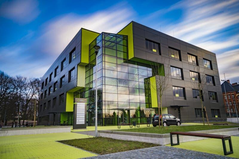 SZCZECIN, POLEN-CIRCA NOVEMBER 2015: een complex van bureaugebouwen royalty-vrije stock foto