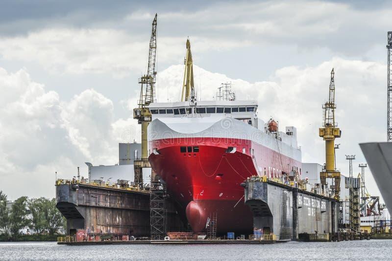 Szczecin Polen, Juni 12, 2017: Skepp i skeppsvarv i Szczecin, P royaltyfri foto