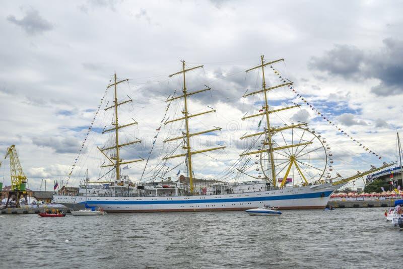 Szczecin, Polonia, el 5 de agosto de 2017: Nave en el muelle durante la aleta imagenes de archivo