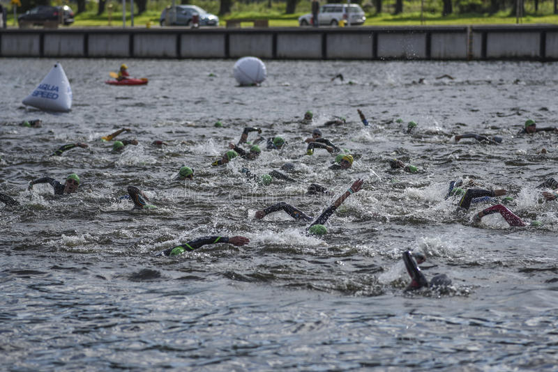 Szczecin, Polonia, el 9 de julio de 2017: Triathlon Szczecin, Triathletes imagen de archivo