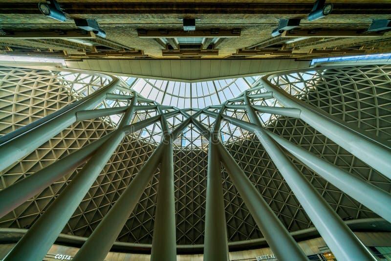Szczegółowa dachowa struktura przy królewiątko krzyża stacją w Londyn zdjęcie royalty free