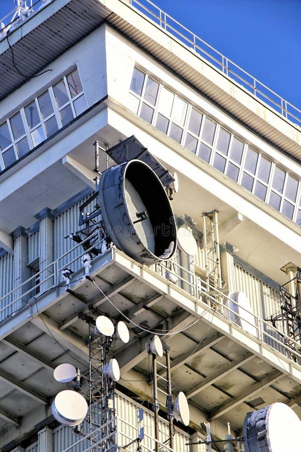 Szczegóły anteny na nowożytnym transmitowaniu górują zdjęcia stock