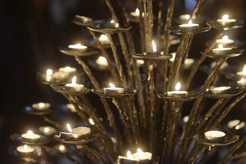 szczegół świeczka wśrodku kościół zdjęcie stock