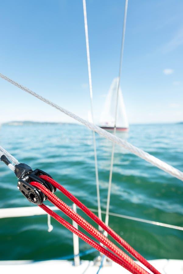 Szczegół żeglowanie łodzi takielunek fotografia stock