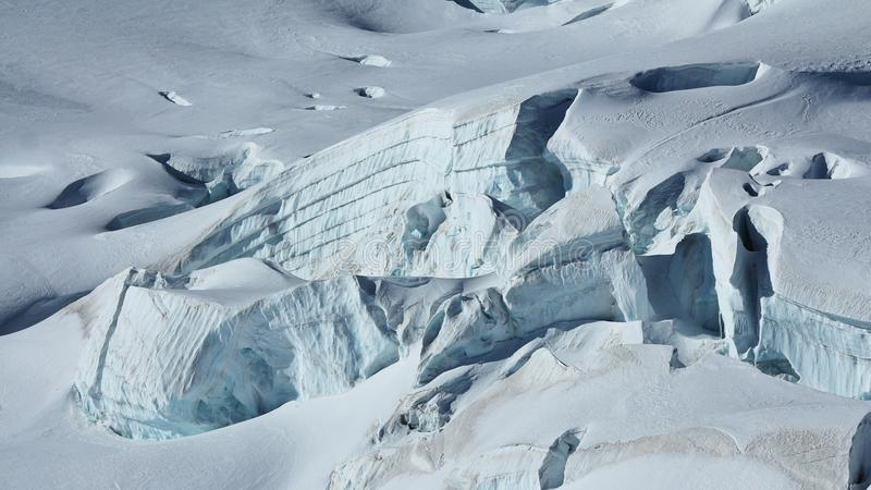 Szczegół Aletsch lodowiec Crevasses i ablegrujący lód obraz stock
