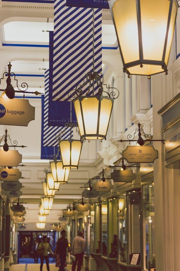 Szczegół arkady architektura w Londyńskim centrum miasta obraz stock