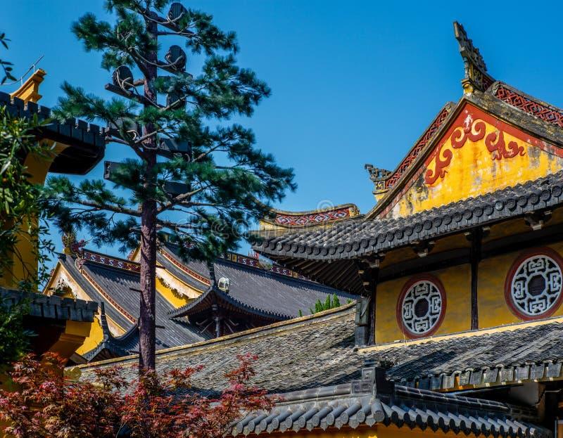 Szczegół Buddist świątynia w Wenzhou w Chiny, lampionie, dachu i smokach, - 5 fotografia royalty free