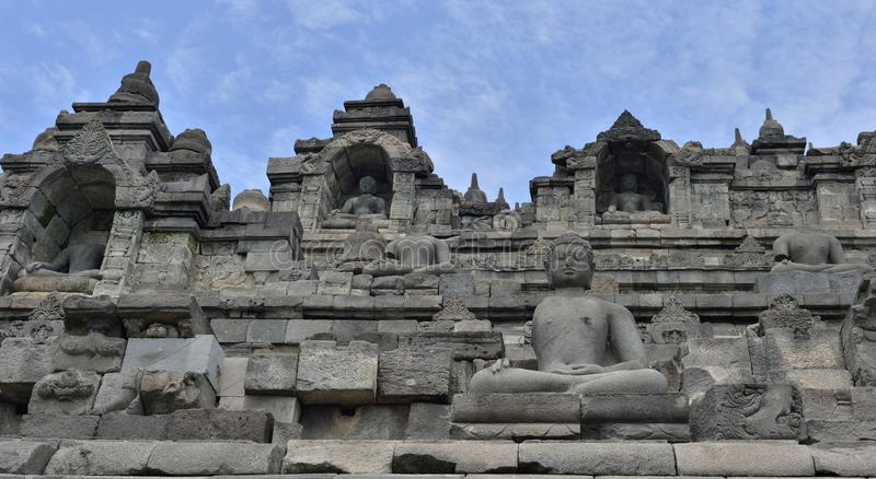 Szczegół buddysta rzeźbił ulgę w Borobudur świątyni w Yogyakar fotografia royalty free