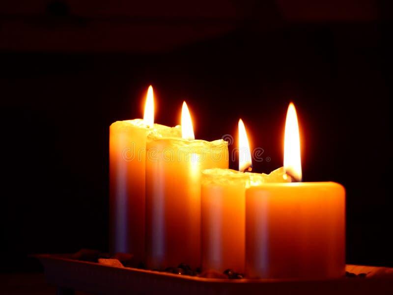 Szczegół cztery świeczki na stole fotografia stock