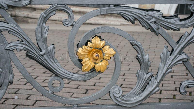 Szczegół Dokonanego żelaza ogrodzenie zdjęcia royalty free