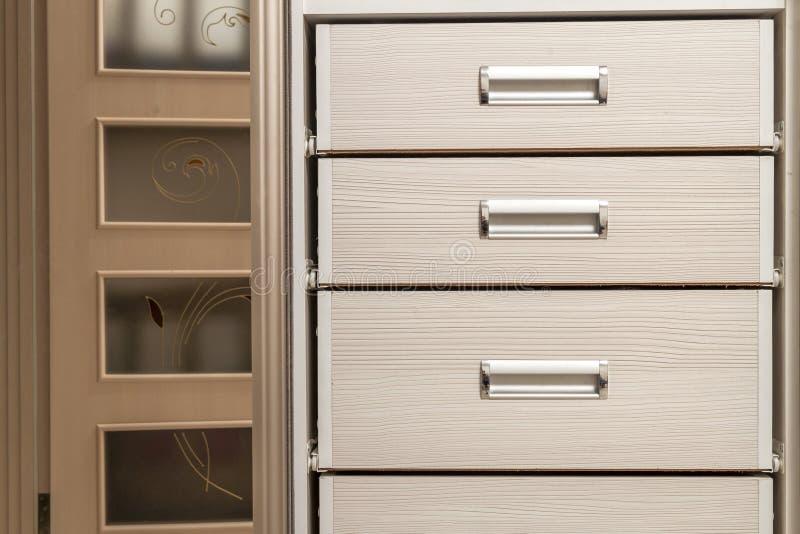 Szczegół drewniana meblarska gabinetowa klatka piersiowa z kreślarza przodem fotografia royalty free