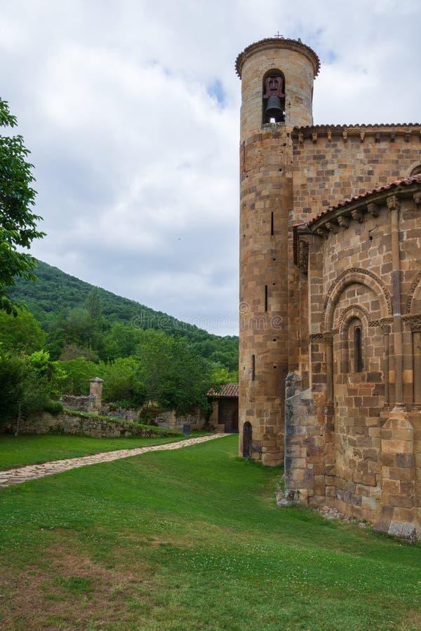 Szczegół dzwonkowy wierza Uczelniany kościół San Martin De Elines twelfth wiek fotografia royalty free