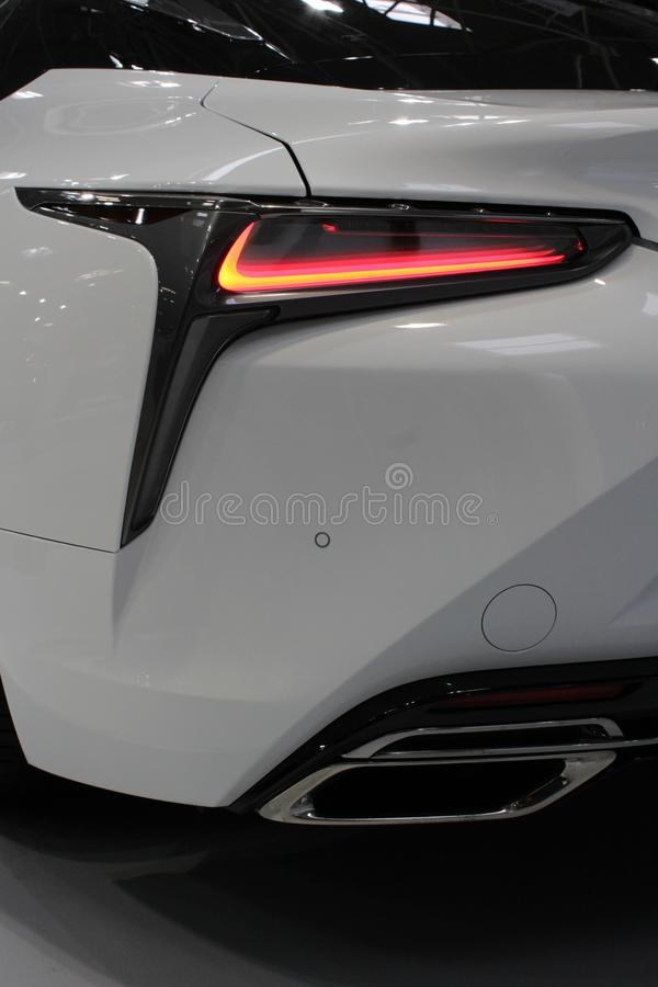 Szczegół eleganccy kształtni tylni światła i wydmuchowa drymba nowożytny japoński wyłączny samochód zdjęcia stock