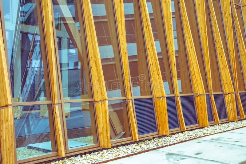 Szczegół fasada nowożytny podtrzymywalny budynek obraz royalty free