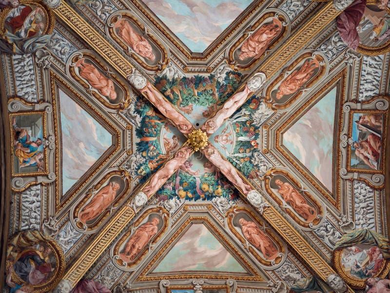 Szczegół fenomenalni Renesansowi frescoes na suficie t fotografia royalty free