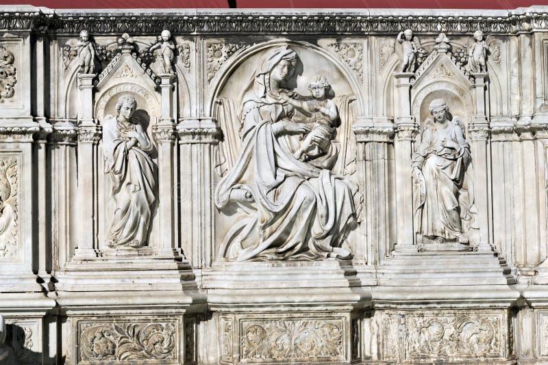 Szczegół Fonte Gaia, Siena Włochy - obraz stock