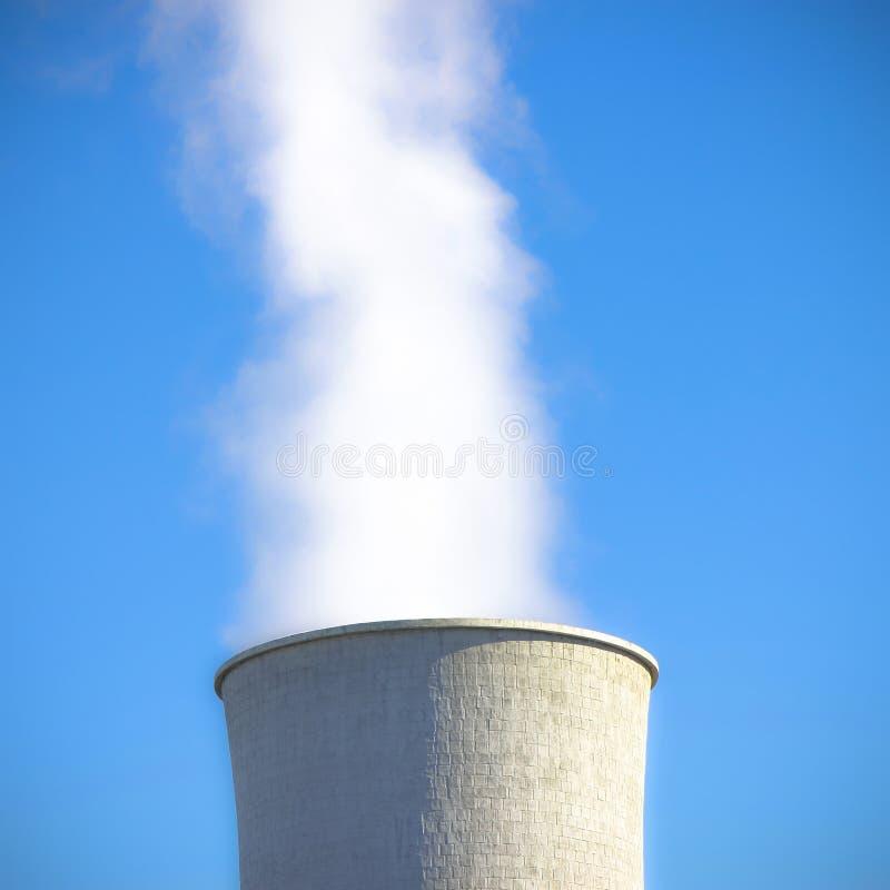 Szczegół geotermiczny wierza w Tuscany wzgórzach zdjęcie stock