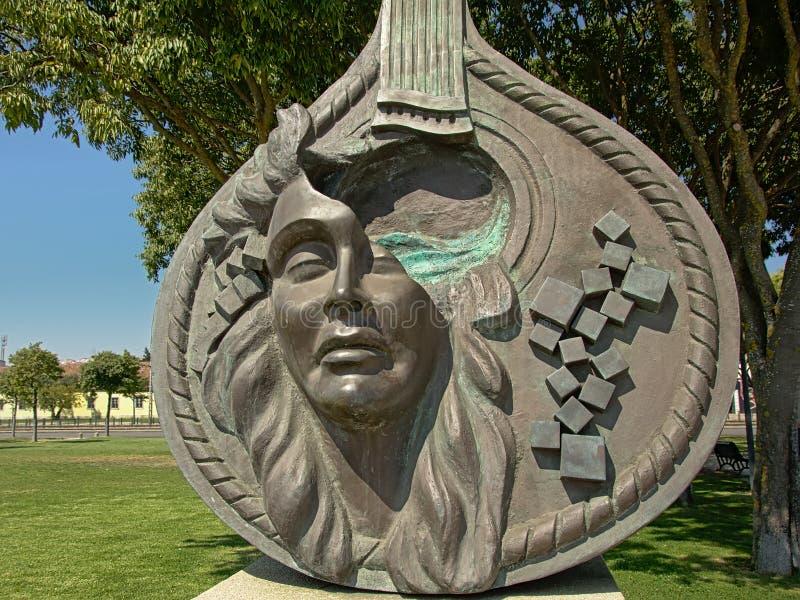 Szczegół ` Guitarra na Proa `, brązowa rzeźba Domingos De Oliveira na cześć Fado muzykę, Bbelem, Lisbon, Portugalia obraz stock