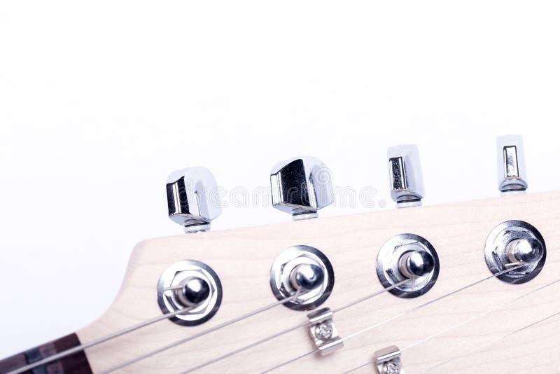 Szczegół headstock maszt gitara elektryczna odizolowywająca na bielu zdjęcie royalty free