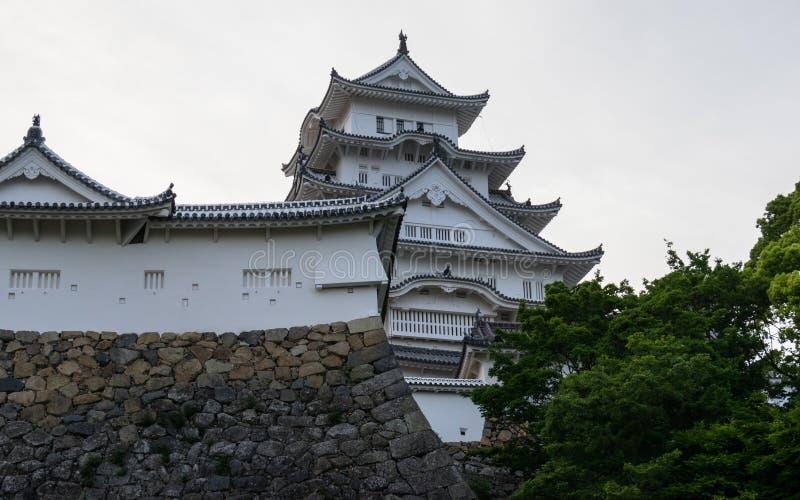 Szczegół Himeji kasztel, wierza i ściany na jasnym, słoneczny dzień Himeji, Hyogo, Japonia, Azja fotografia stock