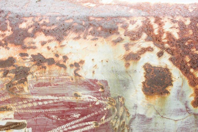 Szczegół i zbliżenie rdza na samochodowym metalu z łupaniem fotografia royalty free