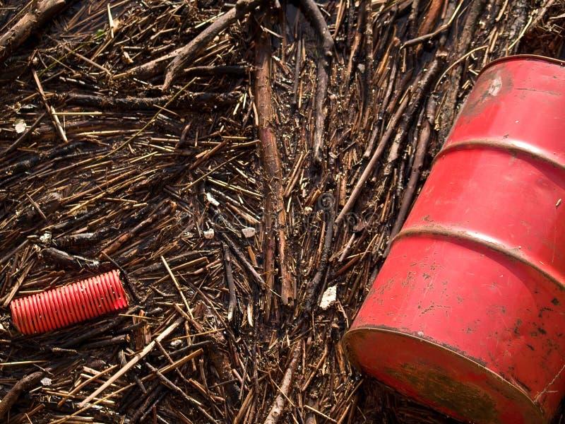 Szczegół kontaminowanie odpady w tamie zdjęcie royalty free