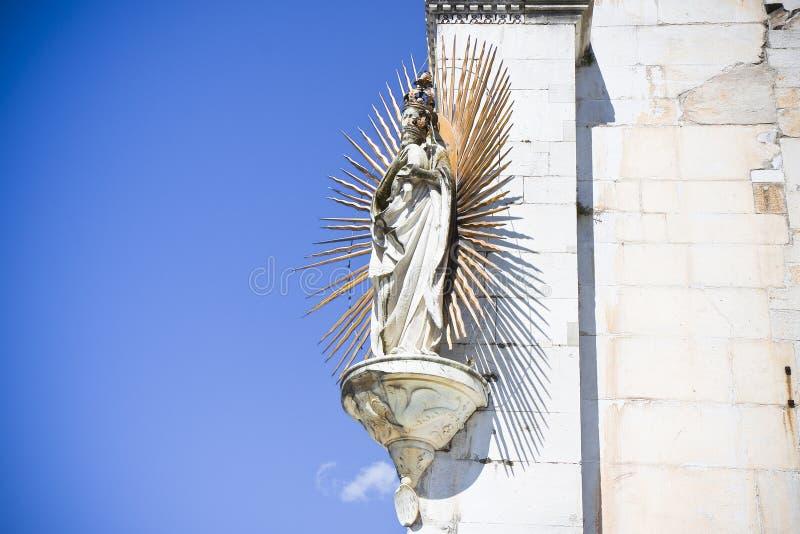 Szczegół maryja dziewica rzeźba z Jezus zdjęcia royalty free