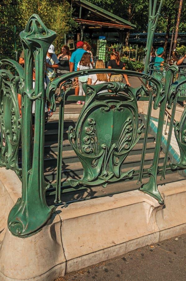Szczegół Nouveau stylu metra wejście przy Paryż obraz stock