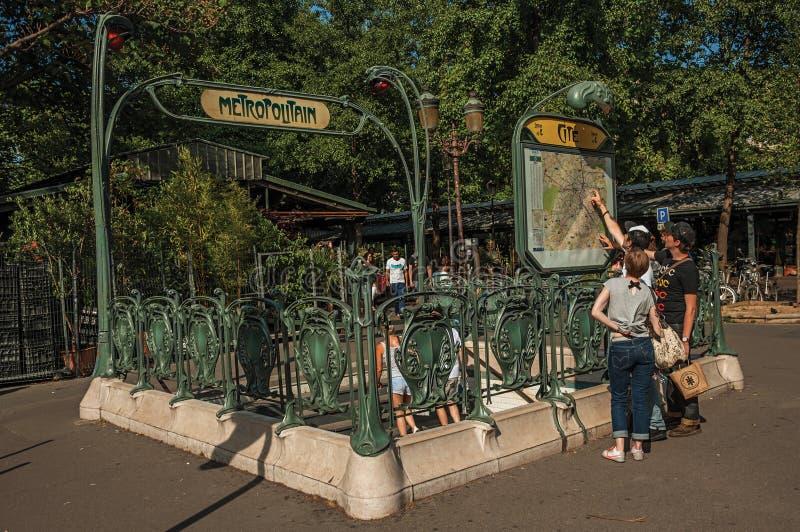 Szczegół Nouveau stylu metra wejście przy Paryż zdjęcie royalty free