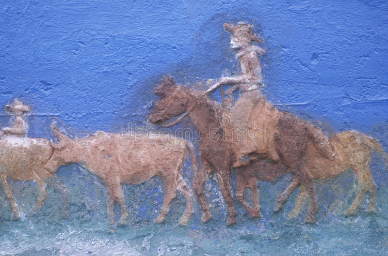 Szczegół obraz kowboj na koniu zaokrągla w górę bydła na bydło przejażdżce zdjęcia royalty free