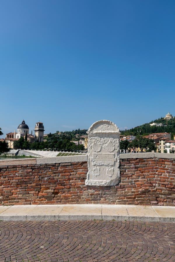 Szczegół od Ponte Pietra, Verona stary most przez rzekę Adige zdjęcia royalty free
