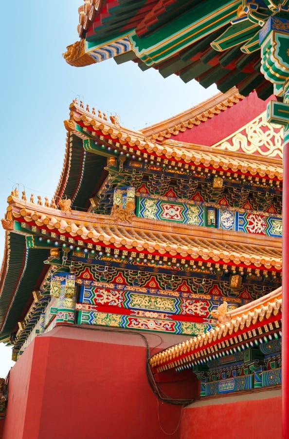 Szczegół ornamenty na dachu budynki Niedozwolony miasto Pekin obrazy stock