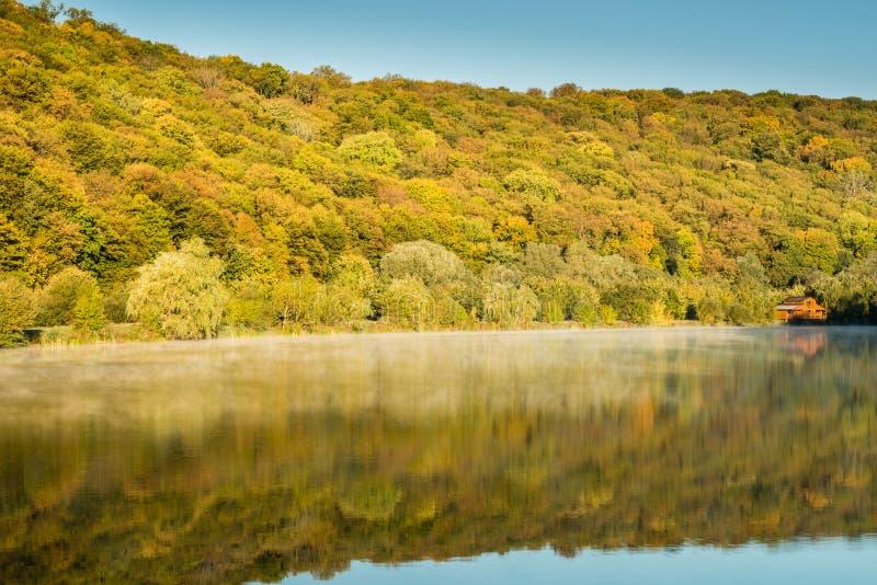 Szczegół piękny jezioro w górach zdjęcie royalty free