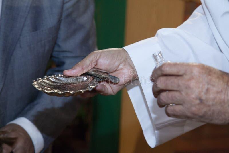 Szczegół prawa ręka srebna skorupa zdjęcia stock