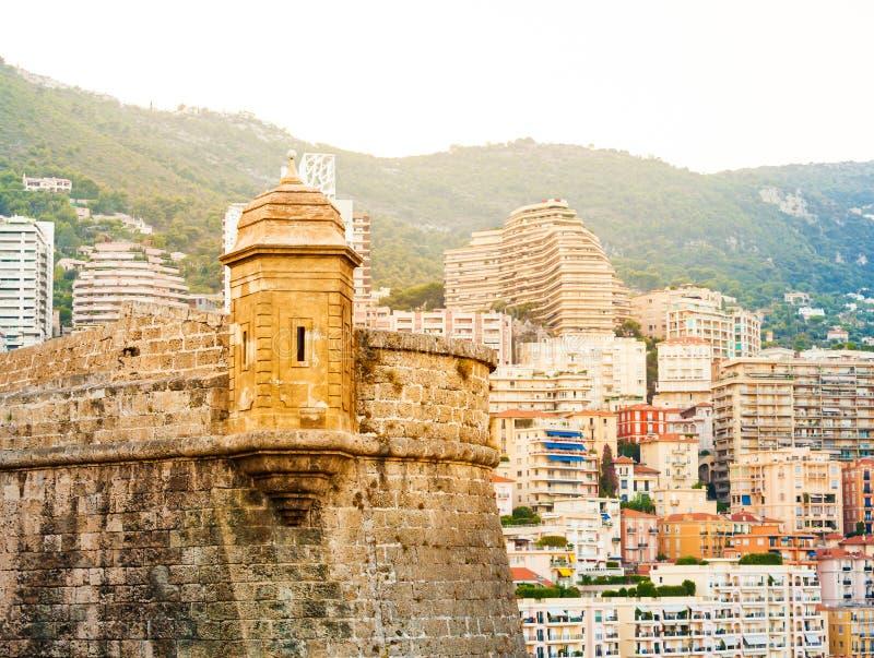 Szczegół Prince& x27; s pałac w Monaco i mieście w tle obrazy royalty free