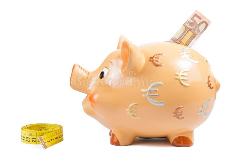 Szczegół prosiątko bank, miara taśmy i pięćdziesiąt euro banknot, pojęcie dla biznesowego i save pieniądze obraz stock
